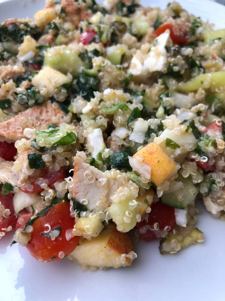 Easy Quinoa Salat mit Hühnchen undApfel