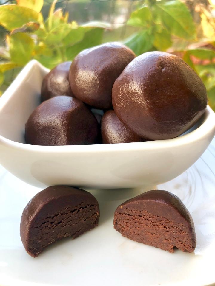 Chocolate Peanutbutter Cookie DoughBites